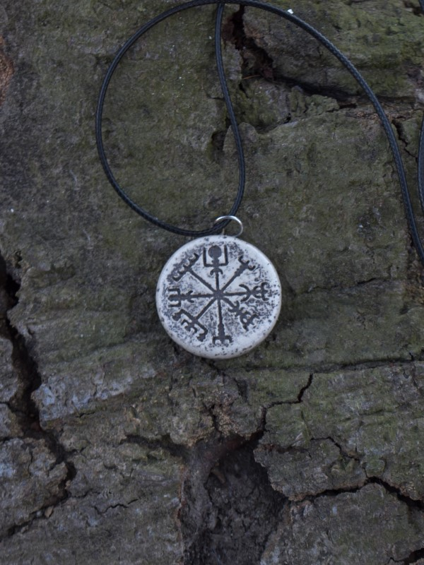 Verižica viking compass